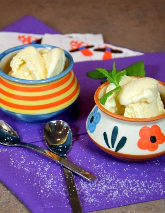 Fotografie jídla, domácí vanilková zmrzlina